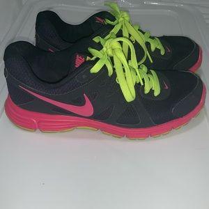 Nike revolution sneaker!